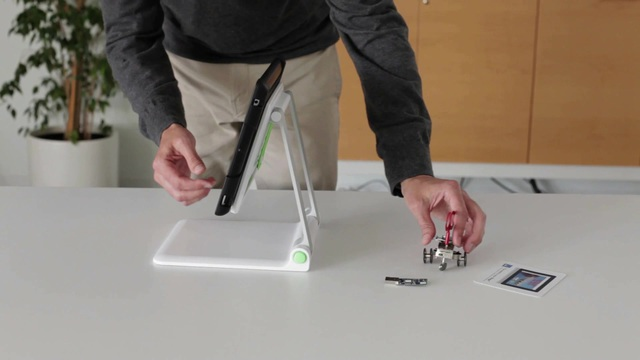 Belkin - Portable Tablet Stage Video 2