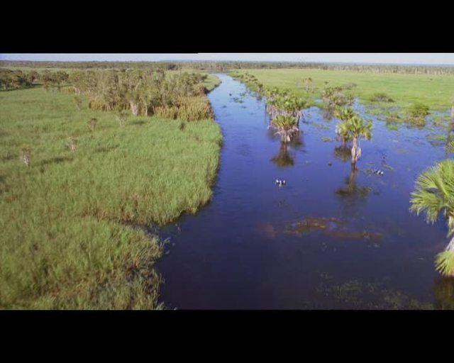 Zehn Kanus, 150 Speere und drei Frauen Video 3
